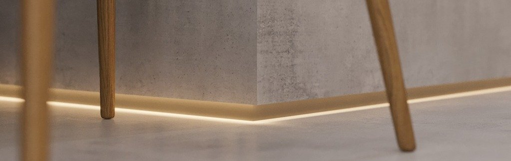 Have you ever heard of an inverted footer? Understand what this type of baseboard is, see how it conveys the floating sensation in the environment and find out how it should be done!